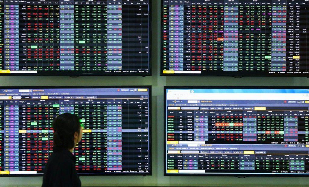Cổ phiếu bất động sản tăng kịch trần, VN-Index giằng co mốc 1.170 điểm kinhtetrithuc.vn