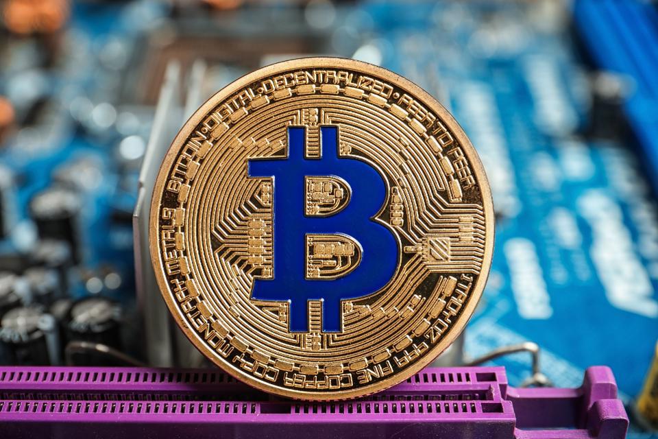 Giá Bitcoin trượt dốc không phanh, bốc hơi hơn 150 tỷ kinhtetrithuc.vn 2