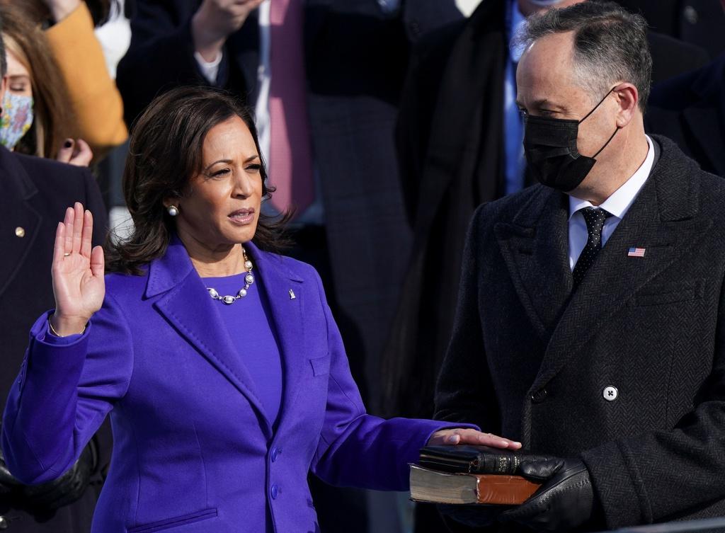 Khoảnh khắc ông Joe Biden tuyên thệ nhậm chức tổng thống kinhtetrithuc.vn 2