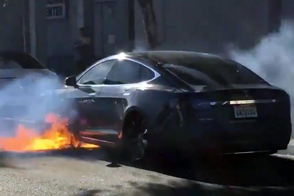 Mỹ lo ngại về nguy cơ cháy nổ của pin xe điện kinhtetrithuc.vn