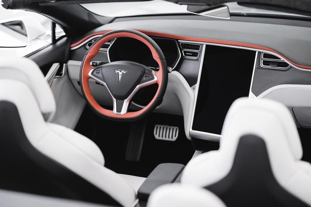 Tesla Model S được độ thành xe mui trần kinhtetrithuc.vn 2