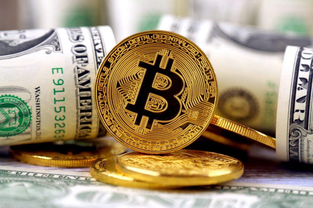 Nên đầu tư Bitcoin hay vàng trong năm 2021? kinhtetrithuc.vn