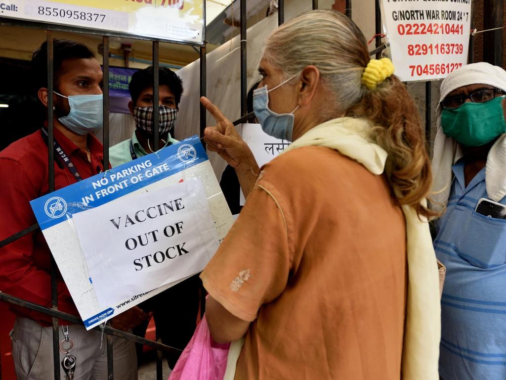 Vaccine đã hết ở nhiều điểm tiêm chủng tại Ấn Độ. Ảnh: Getty.