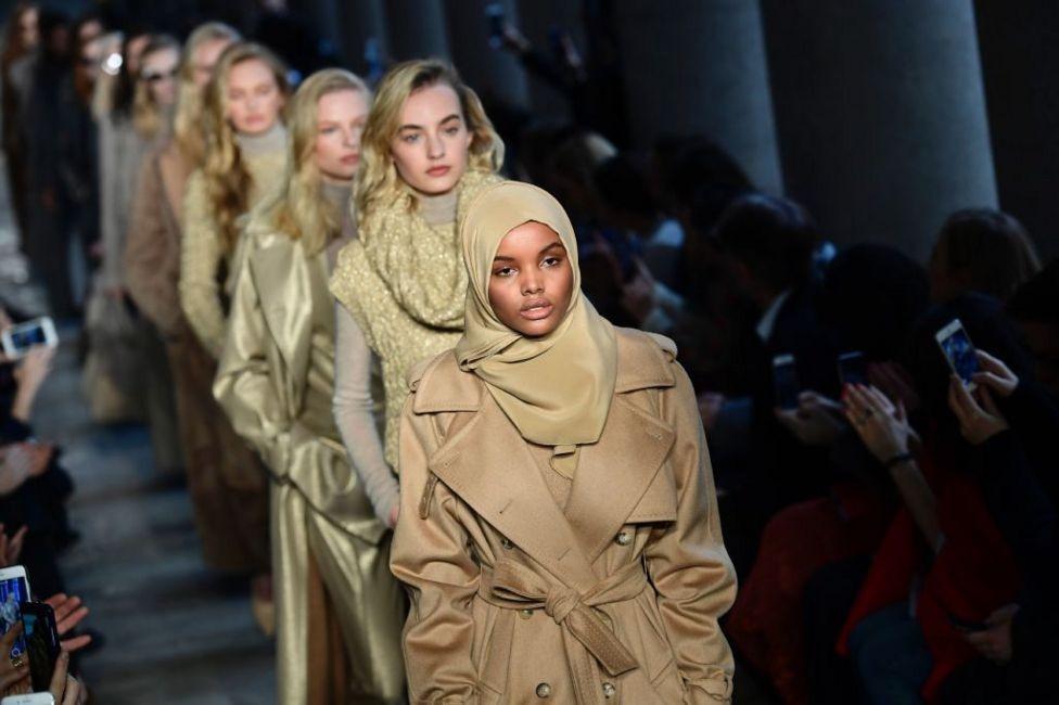 Thấy gì sau vị Dubai trục xuất 40 người mẫu khoả thân ngoài ban công? - ảnh 1
