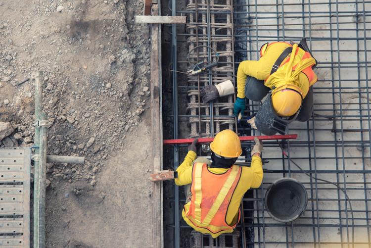 Chủ thầu lẫn chủ đầu tư các công trình xây dựng đều kêu trời vì giá vật liệu xây dựng tăng quá cao