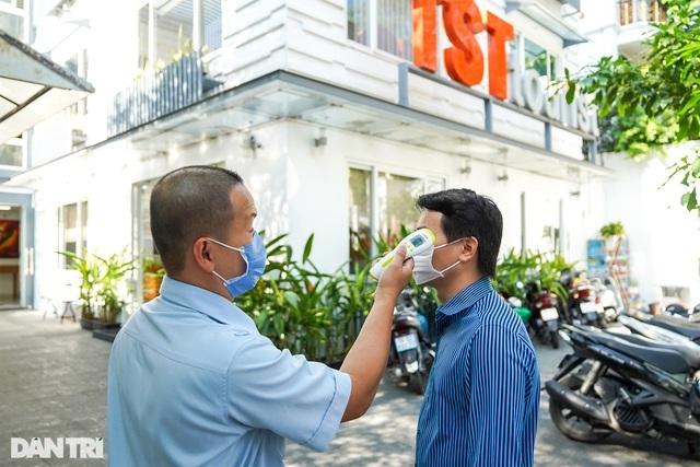 Các công ty lữ hành TPHCM đã kích hoạt lại hệ thống phòng dịch ngay từ phòng làm việc để phòng chống sự lây lan của dịch bệnh trong cộng đồng.