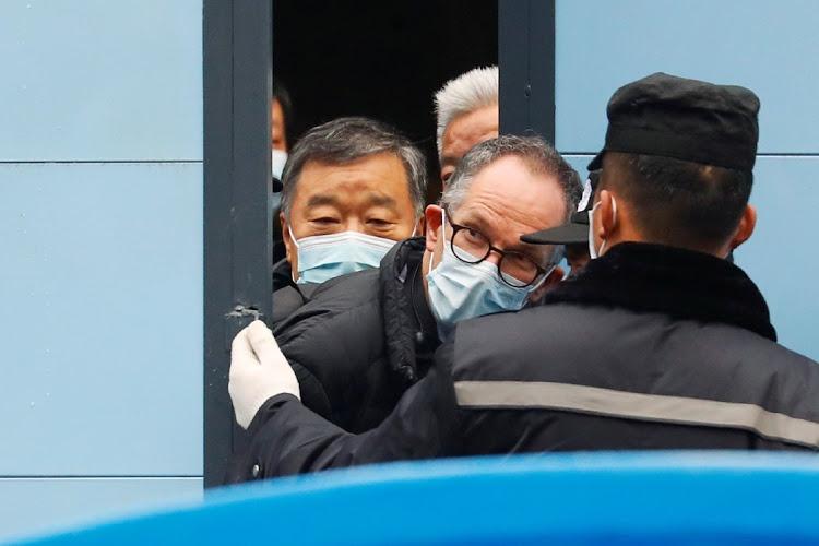 Các chuyên gia của Tổ chức Y tế Thế giới (WHO) trong chuyến công tác tại Vũ Hán. Ảnh: Reuters.