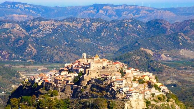 Nhiều ngôi làng ở Italy trả tiền để tuyển người đến sống - kinhtetrithuc.vn