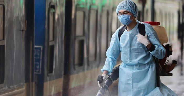 Các cơ sở y tế tuyệt đối không phun khử khuẩn trực tiếp lên nhân viên y tế, người bệnh - kinhtetrithuc.vn 1